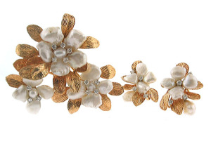 Mississippi Freshwater Pearl Brooch and Earrings Set