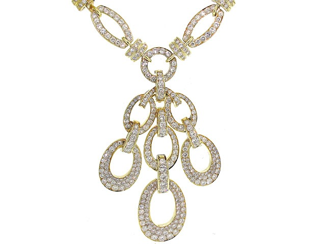 Diamond Link Necklace with Diamond Pendant in 18K